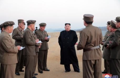 김정은, 전술무기시험 참관 저강도 반발…대내ㆍ대미메시지 발신