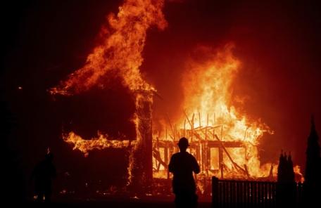 캘리포니아 삼킨 화마…사망자 79명·실종자 1300여명