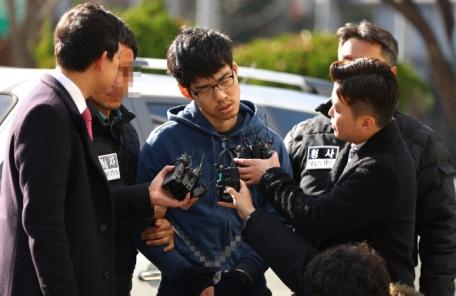 "'PC방 살인' 김성수 ""동생 공범 아니다"" 끝까지 부인"