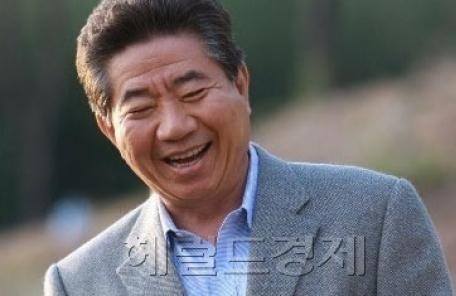 """대법 """"'노무현 조롱' 홍대 교수, 유족에 500만원 지급하라"""""""