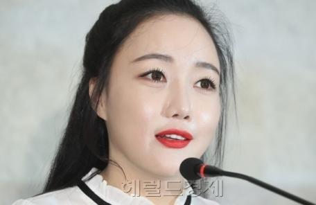 """낸시랭, 이혼 소송 중 개인전... """"고통, 시련, 작품들로 승화"""""""