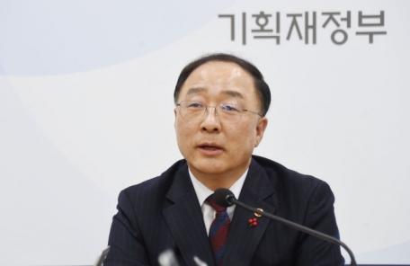 """홍남기 """"최저임금 인상 등 우려로 경제 심리 떨어져…정책 변화 필요"""""""