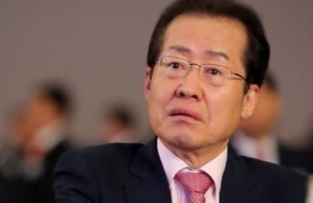 """홍준표, 민중당 피켓 시위대 향해 """"빨갱이""""…무혐의 결론"""