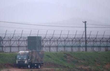"""동부전선으로 귀순한 탈북군인…""""한국 살기 좋다고 들어"""""""