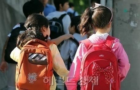 교육부 유치원 관련법 입법예고…에듀파인 의무화