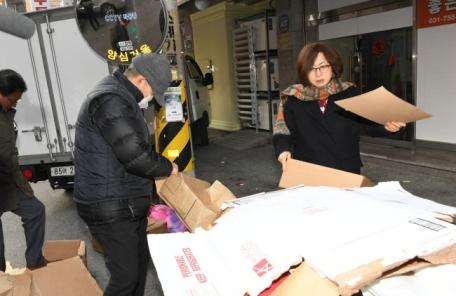 성남시, 폐지 노인 200명 방한점퍼·장갑 지원