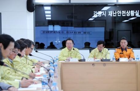 <포토뉴스>김부겸 장관, 강릉 펜션 사고 수습대책회의