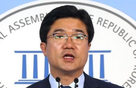 '정치자금 수수 의혹' 송인배 비서관, 재판 넘겨져