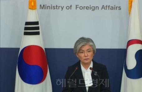 """강경화 """"개성공단ㆍ금강산관광 재개 검토 단계 아니다"""""""