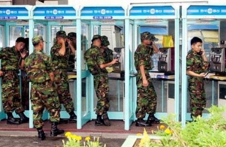 군부대 '눈물의 공중전화' 4월부터 역사속으로..모든 병사 휴대전화 허용