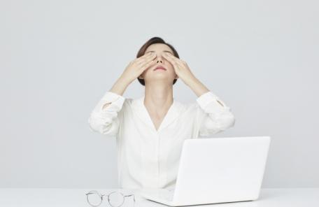 [또 다시 미세먼지 ①] 미용보다 건강이 먼저…미세먼지 심할 땐 콘택트렌즈 대신 '안경'