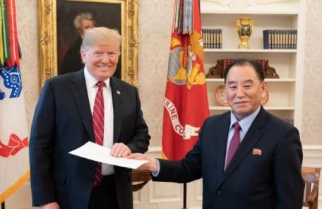 """백악관 """"트럼프, 김영철 통해 김정은 친서 전달받아"""""""