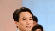 [헤럴드포토] '토론을 준비하는 김진태 의원'