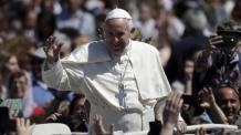 프란치스코 교황, 문재인 대통령에게 묵주 선물