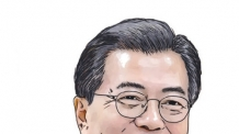 홍보대사로 위촉된 文대통령, 김연아가 명함 전달