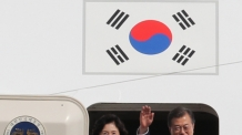 """靑 """"홍준표, 외교 프로토콜 착각…유엔 총회 영접객 없어"""""""