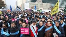 """의사들 """"문재인 케어 반대"""" 외치며 대규모 집회"""