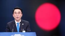 靑대변인, '중국 경호원 폭행' 피해 기자 위문