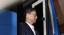 우병우, 양복 차림에 수갑·포승줄…구속 후 첫 검찰 소환