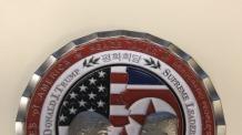 마주보는 트럼프-金…美 북미정상회담 앞두고 '기념주화' 발행
