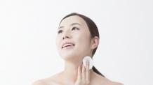 여성의 감출 수 없는 나이테 '목주름', 피부 속 콜라겐 감소가 요인