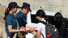 """""""화장실 몰카 구멍 막으세요""""…경찰, 안심스티커...<YONHAP NO-5351>"""