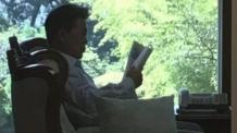 """문재인 대통령, """"지금 무슨 책을 읽고 계신가요?"""""""