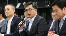 文 대통령, 경제 리스크…원인은 靑? 김동연?