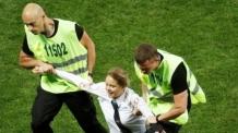 월드컵 결승전 난입 록그룹에 15일 구류형