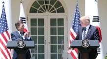 """[속보] 文대통령 """"트럼프 대통령의 통근 결단과 새로운 접근으로 한반도 문제 해결 바라"""""""