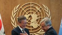 """문 대통령 """"北 비핵화와 함께 인도적 지원해야"""""""