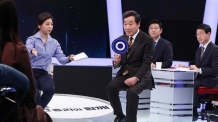 '100분 토론' 출연한 이낙연 총리<YONHAP NO-1393>