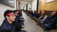한국GM 단독 주총서 법인분리 안건 통과…'후폭풍' 몰려온다