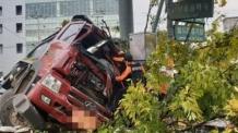 광주서 덤프트럭, 인도로 돌진해 2명 부상