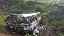 인도서 또 버스 협곡 추락 12명 참사…사망자 더 늘듯