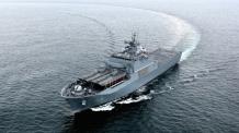 장갑차 8대, 전차 2대, 병력 300명 수송..차기상륙함 4번 '노적봉함' 해군에 인도