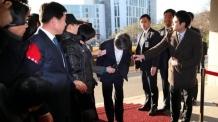 """[양승태 구속] 전임자 구속 소식에 고개숙인 대법원장… """"참담하고 부끄럽다"""""""
