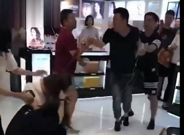 중국인들, 서울 롯데면세점서 꼴불견 난투극…왜?