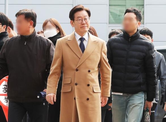 """""""이재명 친형 강제입원 지시, 너무 힘들었다""""…법정 증언 나와"""