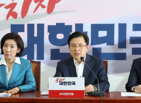 한국당, '조국 낙마'화력집중…청문회 보이콧 카드 '만지작'