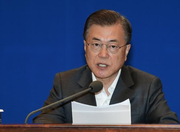 """[속보]文대통령 """"수출·내수 등 56조 추가 지원…한국형 수출모델 개발"""""""