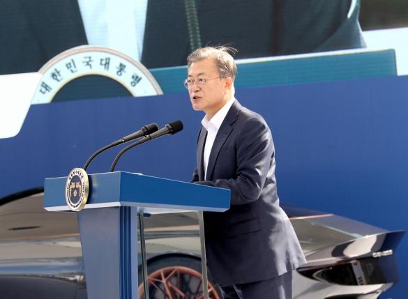 """[속보]文대통령 """"2022년 미래차 대중화 원년…2025년 133만대 보급"""""""