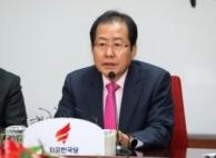 """盧 추모식장에 홍준표 화환 내동댕이…""""울화"""""""