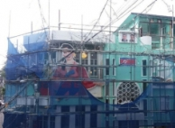 홍대 술집 '인공기·김일성 사진' 외벽 장식 논란
