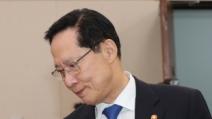 """송영무 """"마린온 유족, 의전 불만에 짜증"""" 발언 논란"""