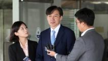 조국 검찰개혁, 긍정적 52% vs 부정적 35%