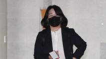 윤미향 '준사기' 혐의 장외 진실공방 가열… 재판장서 길...