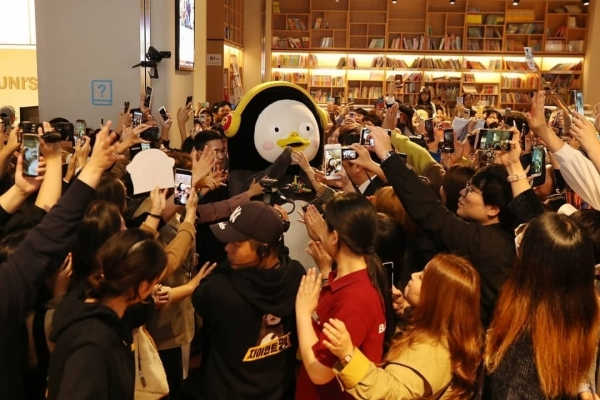[Feature] Frank penguin becomes new star of year, breaks stereotype of EBS characters - The Korea Herald
