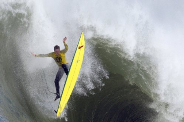 Surfing contest in California