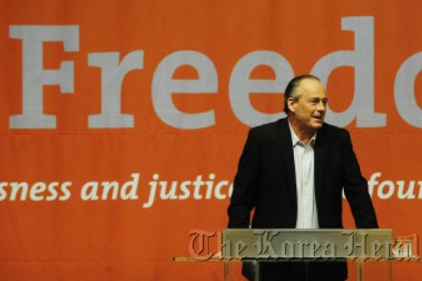 U.S. professor urges fight on modern-day slavery